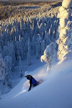 snowboarding-in-ruka-lapland-finland-f59b92d6-sz426x640-animate